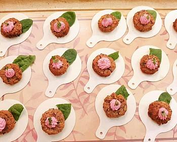 Polpettine di verdure con maionese rosa