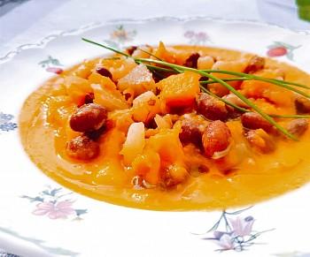 Zuppa fagioli, patate e zucca