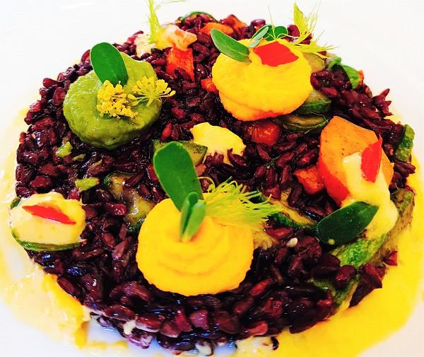 Foto - Riso venere con verdure e salse