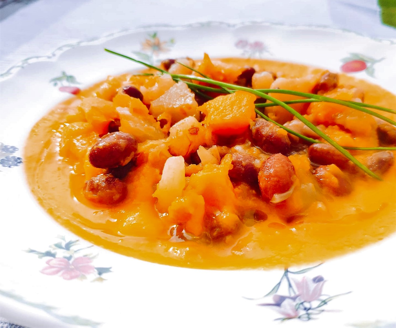 Foto Zuppa fagioli, patate e zucca